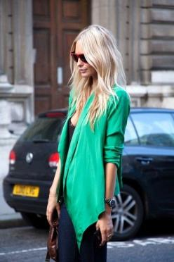 green: Green Blazer, Blonde, Fashion, Emerald, Street Style, Outfit, Blazers, Hair Color