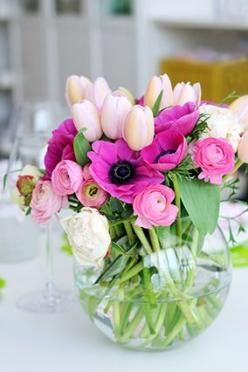Key to arranging flowers in a circular vase Witt a fairly small opening. Using A LOT of stems,: Spring Flowers, Tulip, Flower Arrangements, Beautiful Flowers, Bloom, Fresh Flowers, Floral Arrangement, Ranunculus Anemone