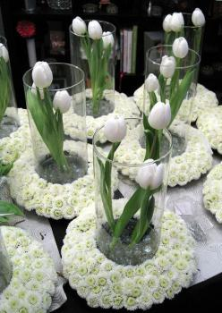Round ring centerpieces - so different! - add limes in the center instead of the tulips: Tulip Centerpiece, Wedding Ideas, White Centerpiece, Centers, Floral Arrangement, Table, Centerpieces, Center Piece