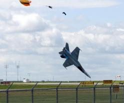 The 65 Most Perfectly Timed Military Photos You'll Ever See | The Roosevelts: Picture, Perfect Timing, Aircraft, Fighter Jet, Military Photos, Perfectly Timed Photos, Photography, Crash