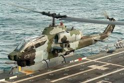 USMC Bell AH-1W Super Cobra attack helicopter taking off from an amphibious assault ship. (Image Credit: USMC): Super Cobra, Military Aircraft, Flyboyzsaircraft Flyboyzs, Army Helicopters, 1W Supercobra, Us Army, Cobra Helicopters, Helicopters Military