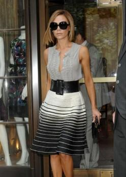 Victoria Beckham. Great style. Love the sleeveless blouse, wide belt and striped skirt combo: Fashion, Beckham Style, Victoria Beckham, Sleeveless Blouse, Wide Belts, Vb Style, Black And White Skirt, White Skirts