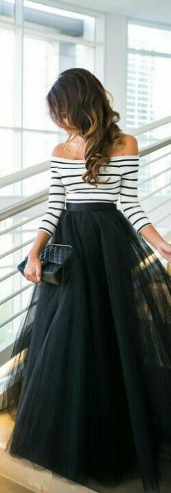 beautiful off the shoulder top and tulle maxi skirt--I think I'd like this with a knee length skirt instead of a maxi.: Lace Top, Black Maxi Skirt Outfit Idea, Tulle Skirt Outfit, Lace Skirt, Tulle Dress
