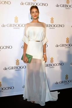 """Replace the sheer with a solid fabric...beautiful"" HauteMuslim Love Ana Beatriz Barros' dress and green accents: All White Dresses, Fashion, Style, Ana Beatriz, Sheer Dress, Beatriz Barros"