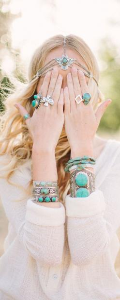 Boho style // Use the code FSPINTEREST to Get 5% off on shoes and foot accessories at www.foreversoles.com: Gypsy Spirit, Boho Chic, Headpiece, Boho Feathers, Boho Accessories, Boho Jewelry, Feathers Gypsy, Turquoise Jewelry, Bohemian Style