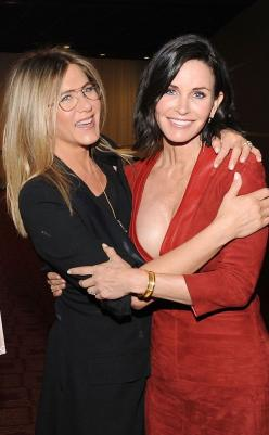Jennifer Aniston and Courteney Cox are the cutest friends ever!: Jennifer Aniston, Aniston Couteney Cox, Friends Forever, Aniston Jennifer, Friendship Goals, Courteney Cox, Jennifer Besties, Aniston Glasses