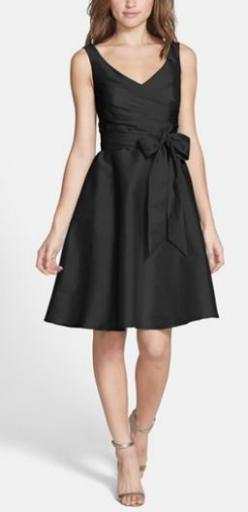 little black dress. LOVE this style! http://rstyle.me/n/pjjnnn2bn: Black Knee Length Dresses, Black Bridesmaids Dresses, Black Dresses, Bridesmaid Dresses Black, Little Black Dress Outfits, Black Dress Bridesmaid, Black Bridesmaid Dresses, Vestidos Dresse