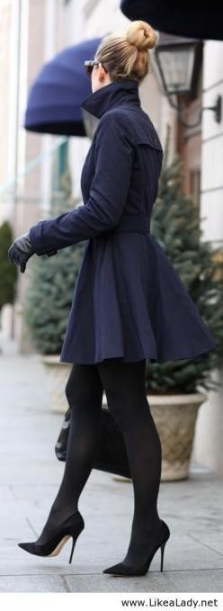 OMG, I am so so like  Goose. If he gives me it as Christmas gift, I will love him.   http://cheap-goose.blogspot.com/: Jacket, Street Style, Outfit, Trenchcoat, Navy Coat, Winter Fashion, Fall Winter