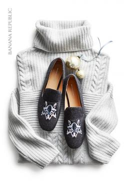 The best gifts consist of something both practical and unexpected, like this gift pairing. Give her the gift of cozy with a warm mixed stitch turtleneck pullover sweater that she can wear all winter long and pair it with playful graphic print statement lo