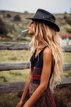 #boho bohemian hippy gypsy chic. Reminds me Carrie Bradshaw. For more follow www.pinterest.com/ninayay and stay positively #pinspired #pinspire @ninayay