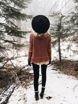 Liking the rustic sweater over the delicate blouse, black leggings, sheepskin lined ankle boots. Nice color palette.