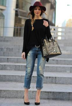Love the simplicity of the hat, black sweater, jeans, and heels. 20 Street Style Outfits For The Fall: Hats, Outfits, Boyfriend Jeans, Fashion, Street Style, Street Styles, Closet, Fall Winter