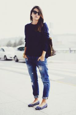 navy sweater. distressed jean. flats.: Boyfriend Jeans, Casual Style, Lv Bag, Fashion Style, Street Style, St. Louis, Louis Vuitton Handbags, Travel Outfit