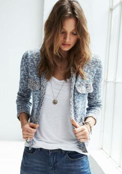 sophisticated jacket with understated T n jeans - totally perfect: Boyfriend Jeans, Style, Blue, Clothes, Outfit, Cropped Jackets, Hush, Mode