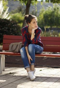 Tartan print top, jeans, white converse tennies, neutral studded bag. So perfect.: Outfits, White Converse, Fashion, Style, Casual, Jeans, Converse Outfit