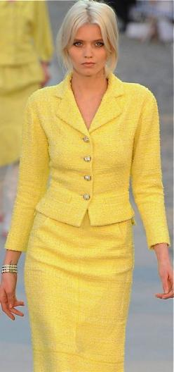 This Chanel suit is perfect! I never find yellow like this, love it!: Coco Chanel Fashion, Fashion, Fashion Style, Mantelpakje, Dresses, Fashion Yellow, Yellow, Chanel Suit, Chanel Yellow