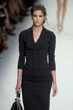 "Dolce & Gabbana - this is absolutely my favorite ""unsuit"" suit a woman could wear, subtlety sexy with a more than a hint of power. Beautiful...: Dolce Gabbana, Fashion Style, Fashion Week, Business Attire, Dolce & Gabbana, Black Suits, Dol"