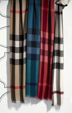 Foolproof gift: Burberry scarf. It's been too long.. It's got to the point where its kinda have to have one of these..: Burberry Coat, Burberry Scarf Outfit, Burberry Scarfs, Burberry Handbags, Awesome Handbags, Christmas Gift, Awesome Scarfs