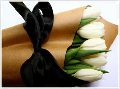 Tie a black bow around a bunch of white tulips wrapped in butcher paper for an easy and chic hostess gift #ribbon: Black Ribbon, Ideas, Brown Paper, Black Bows, White Tulips, Flowers, Floral, Hostess Gift