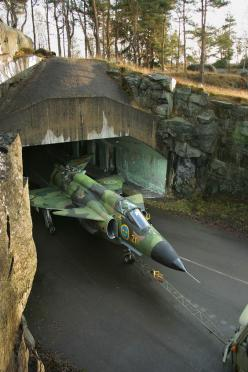 Saab Viggen. Coming onto a motorway near you...dispersed hangers often utilisng motorways as runways. NB Folding tail didn't know it could do that: Aviation, Military Aircraft, Air Force, Airplane, Aircraft, Jets, Underground Disperison, Planes