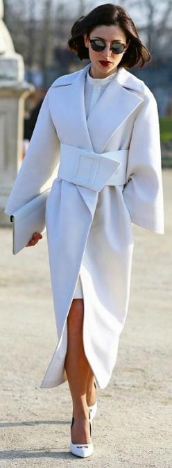 Gorgeous coat: All White, Fashion Style, White Coats, Fashion Week, Coats Jackets, Winter White, Street Styles, Jackets Coats, Winter Coats