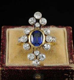 Almost 2 ct natural sapphire and over 2.5 ct of diamonds in this gorgeous circa 1900 ring by hawkantiques on Etsy.