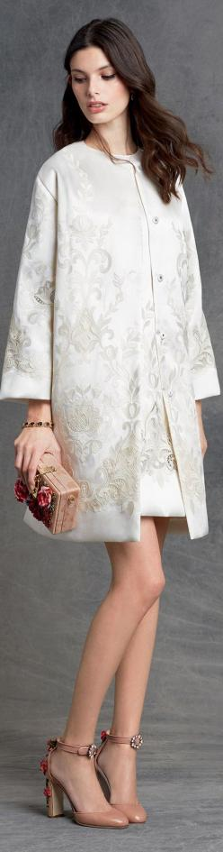 Dolce & Gabbana winter 2016 Pra lá de elegante, e os sapatos????: Dolce Gabanna, Dolce Gabbana 2016, Winter 2016, Dolce & Gabbana, Gabbana Winter, Winter 2015, Dolce And Gabbana 2016, Couture Dolce Gabbana