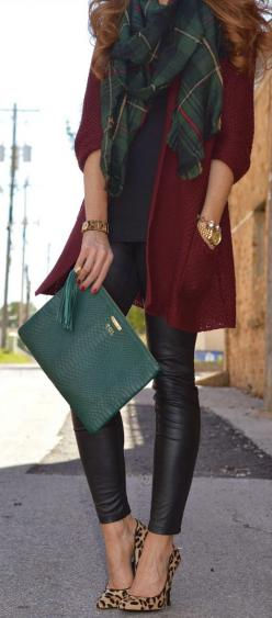 Great pleather leggings, plaid scarf combo, lots of color. Comfortable but stylish: Plaid Outfit, Fall Style, Classy Fall Outfit, Christmas Outfit, Forest Green Outfit, Leather Leggings Outfit, Plaid Scarf