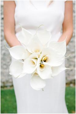 White calla lilly bouquet, understated, contemporary, monochrome: Calla Lily Bridesmaid Bouquet, Bridal Bouquets, Modern Wedding, Bride Bouquets, White Wedding Bouquets, Calla Lillies Bouquet Wedding, All White Wedding Bouquet