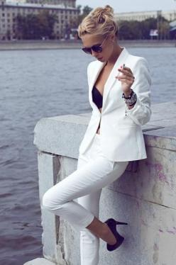 white chic.: Women S, Pant Suits, All White, Fashion Style, White Blazer, White Pants, White Outfit, White Suits, Pantsuit