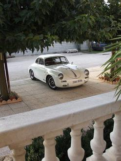 1959-1960 356B T5 Porsche. You can spot the T5 by the raised lights and raised bumper. However what differs from the T6 B and C models is that the front bonnet is still rounded. In 1961 Porsche introduced the T6 B that included disc brakes, a petrol flap