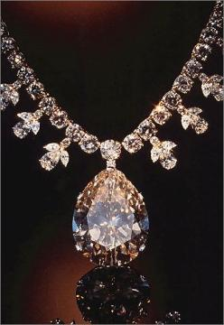 GEMS Victoria-Transvaal Diamond. The Dazzling Pendant Of This Necklace Is The 68-Carat Champagne Colored Victoria Transvaal Diamond. It Was Discovered In South Africa In 1951. Gem And Mineral Collection. Smithsonian National Museum Of Natural History.