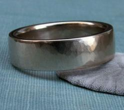 hammered white gold men's wedding band