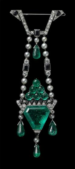 http://rubies.work/0970-sapphire-pin-brooch/ 0703-multi-gemstone-ring/ Cartier brooch in emerald, diamond, pearl and onyx, 1913