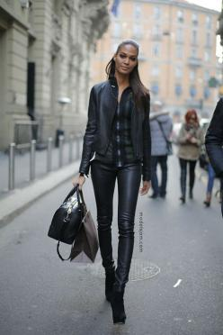 all black. leather trousers.: Fashion Style, Women Style, Fashion Week, Street Styles, Leather Outfit, Fashion Inspiration, Joan Smalls, Fall Winter, Modeloffduty Streetstyle