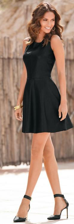 Little Black Dress Chic Style, needs to be a tad bit longer :): Womenstyle Moda, Woman Womenstyle, Chic Style, Little Black Dress, Style Chic, Style Fashion