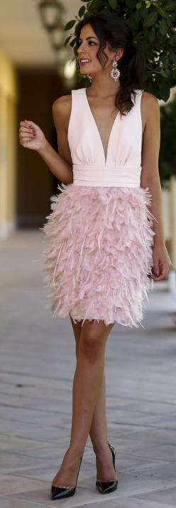 Chic In The City- White And Pink V Neck Contrast Feather Skirt Cocktail Mini Dress ● єtєгภαℓ ℓuχє ♔ℓadyℓuχury♔