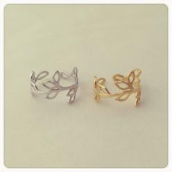Gold double leaf wrap around ring. LOVE the delicate craftmanship. Would love to know the Designer.: Gold Leaf, Style, Jewelry, Rings, Leaf Ring, Leaves, Accessories