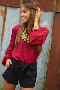 wow i love her outfit! black loose shorts, raspberry pink flowy long sleeve shirt and a touch of green & gold! so perfect!: Statement Necklace, Dream Closet, Spring Summer, Summer Night, Hair Color