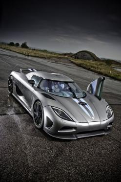 Cool Stuff We Like Here @ CoolPile.com ------- << Original Comment >> ------- Majestic Koenigsegg Agera