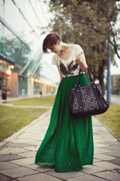 Adorable! | Swap out the maxi skirt for a knee-length skirt, add cognac boots and maybe a scarf: Green Skirts, Emerald Green, Fashion Style, Longskirt, Long Skirts, Maxiskirt, Graphic Tees, Green Maxi Skirts, Emerald Maxi