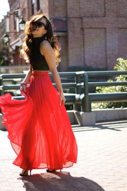 Black tank top, a red maxi skirt, and black heels.: Pleated Maxi Skirt, Black Crop Top, Maxiskirt, Red Maxi Skirt, Maxi Skirts