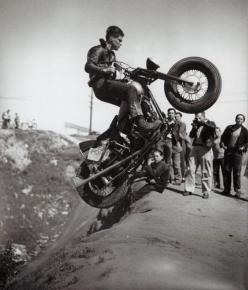 "Hill climbs: These days the swing arms just get longer, back then you ""run-what-yer-brung"" ;): Motorcycle Hill, Vintage Motorcycles, Motorbike, Hill Climbing, Cars Motorcycles, Hillclimber"