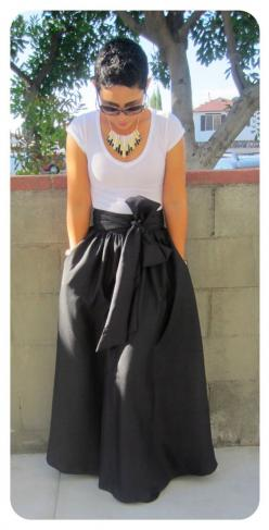 Maxi Skirt Look -- mimi g.: DIY Maxi Skirt.....AGAIN...................I LOVE LOVE LOVE this skirt. Have to have this!!!!!: Skirt Sewing Pattern, Sewing Maxi Skirt, Sew Maxi Dress, Diy Maxi Dress, Black Maxi Skirt, Diy Maxi Skirt, Maxi Skirt Pattern