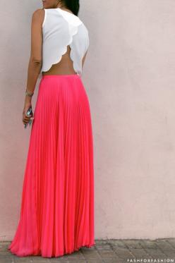 maxi skirt with a scalloped crop top: Summer Outfit, Crop Tops, Dream Closet, Coral Skirt, Pleated Maxi, Coral Maxi Skirt, Maxi Skirts