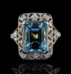 Stunning antique aquamarine and diamond Art Deco ring.