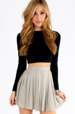 Chilton Pleated Skirt. But I wouldn't want my belly showing.. But I love this!: Crop Top Skirt Outfit, Crop Tops Outfits, Black Crop Top, Teen Outfit, Croptop, Winter Crop Top, Long Sleeve Crop Top Outfit, Crop Top Winter Outfit