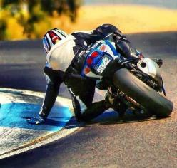 drag that knee...nah...put that hand on the ground. get it in: Motorcycles Bikers, Sport Bikes, Cars Motorcycles Trucks, Motorcycles Atv, Autos Cars Motoräder Bikes, Motorbikes Stevie S
