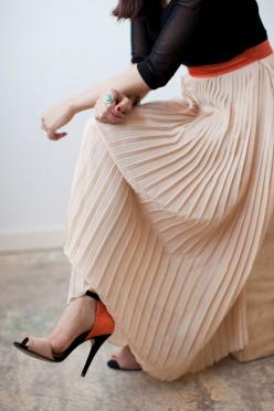 Gorgeous way to combine this beige pleated maxi skirt with bold colours of black and orange: Classic Minimal, Long Skirts, Maxiskirt, Zara Heels, Pleated Maxi Skirts, Pleated Skirts
