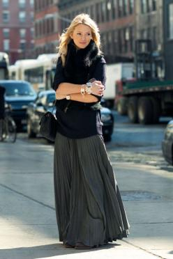 Love the silhouette!: Fashion Style, Street Style, Maxiskirt, Fall Winter, Maxi Skirts